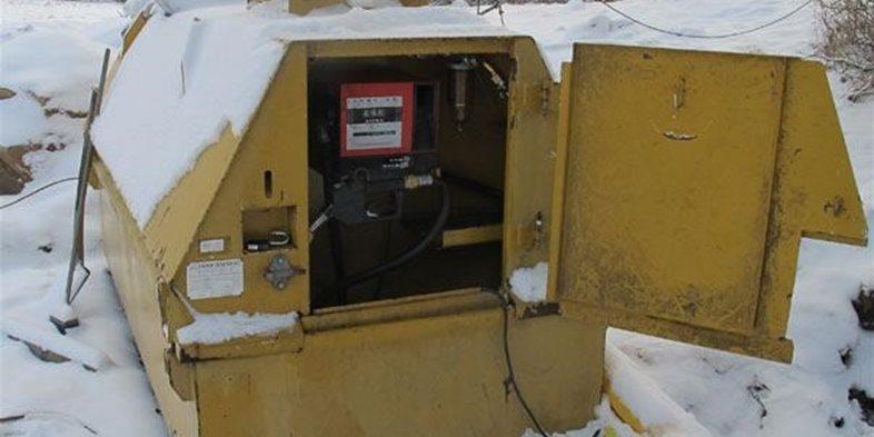 Biodieseln är känslig för inträngning av vatten. Projektets farmartankar utrustats med ett bränslefilter och en rutin för pejling efter vatten har införts.